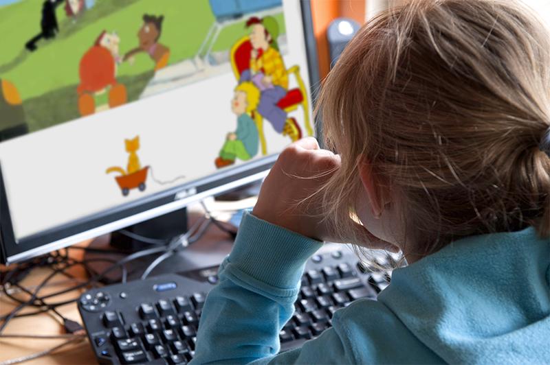 Foto van bereslim - Kind achter computer