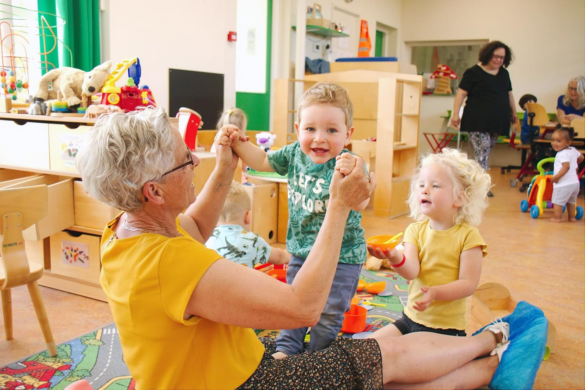 Spelen en leren bij KindH - Voorbeeld Dagopvang met pedagogisch medewerker