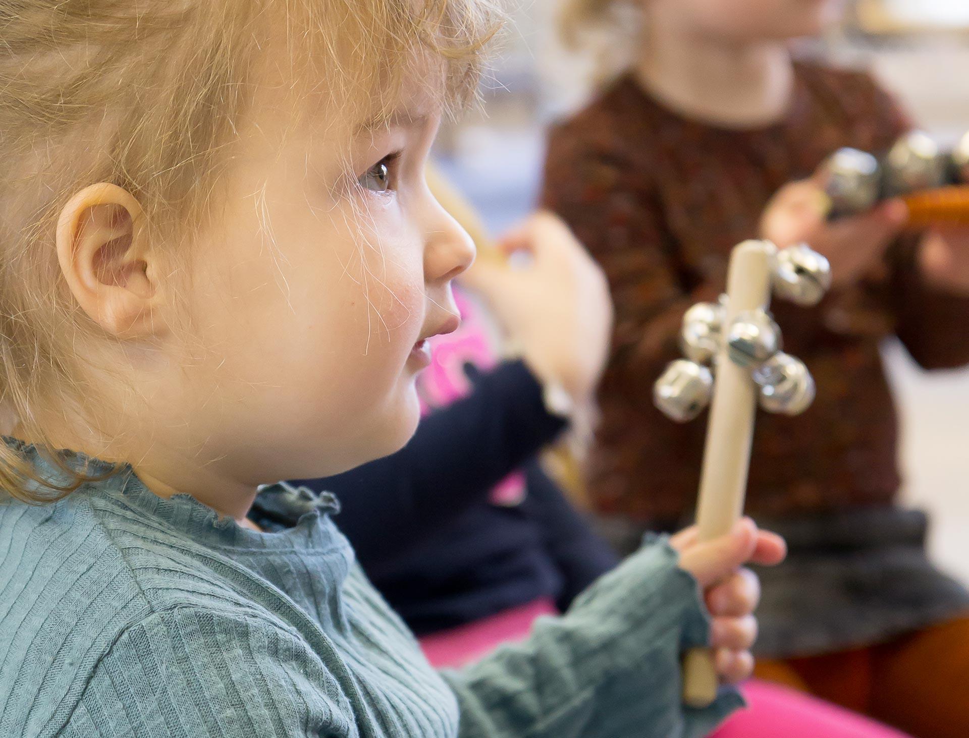 Muziek maken in de kring bij KindH kinderopvang