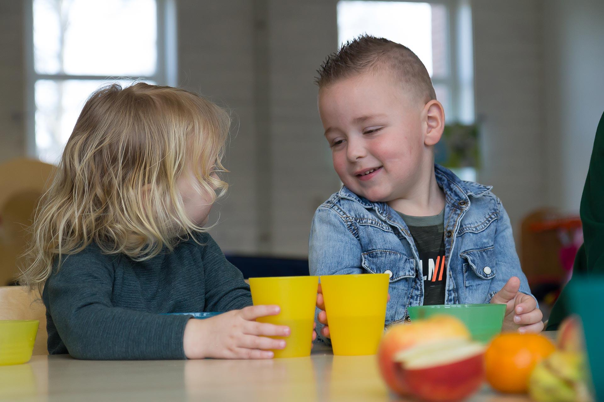 Samen eten op de opvang bij KindH